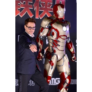 robert-downey-jr-china_612x612