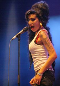 800px-Amy_Winehouse_f4962007_crop
