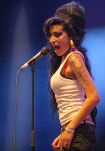 800px-Amy_Winehouse_f4962007_crop